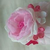 Заколка ручной работы,  резинка, цветы из шифона и атласных лент
