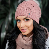 Женская шапочка с помпоном