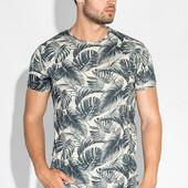 Мужская футболка с креативным принтом.