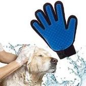 Перчатка расческа для вычесывания волос у собак и кошек