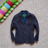 Нереальныо красивый плотный пиджачек 5-6 л