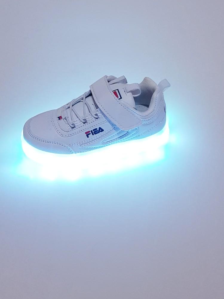 Качественные и мягкие белоснежные кроссовки 26 - 37 размер led - usb  фото №1