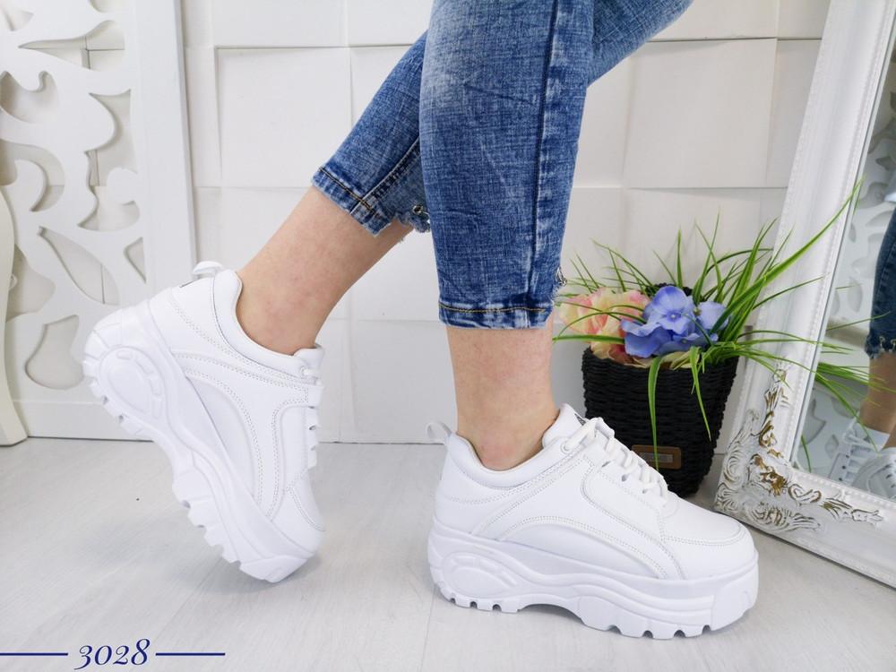 Женские стильные белые кроссовки на высокой подошве, из эко кожи код: 3028 фото №1