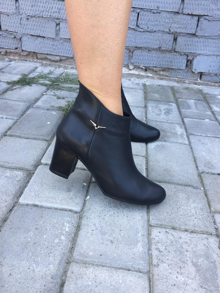 Женские демисезонные ботинки фото №1