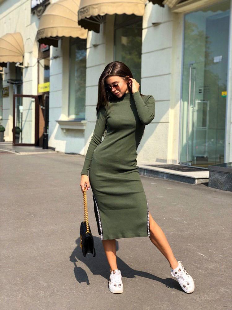 Трикотажное платье с разрезами по бокам фото №1