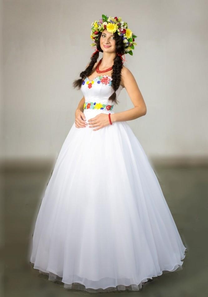 Свадебное платье с вышивкой в украинском стиле фото №1