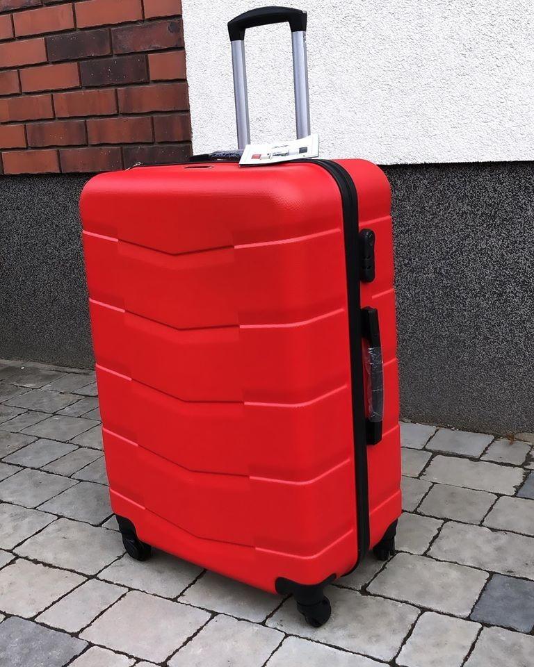 Средний стильный пластиковый чемодан красный фото №1