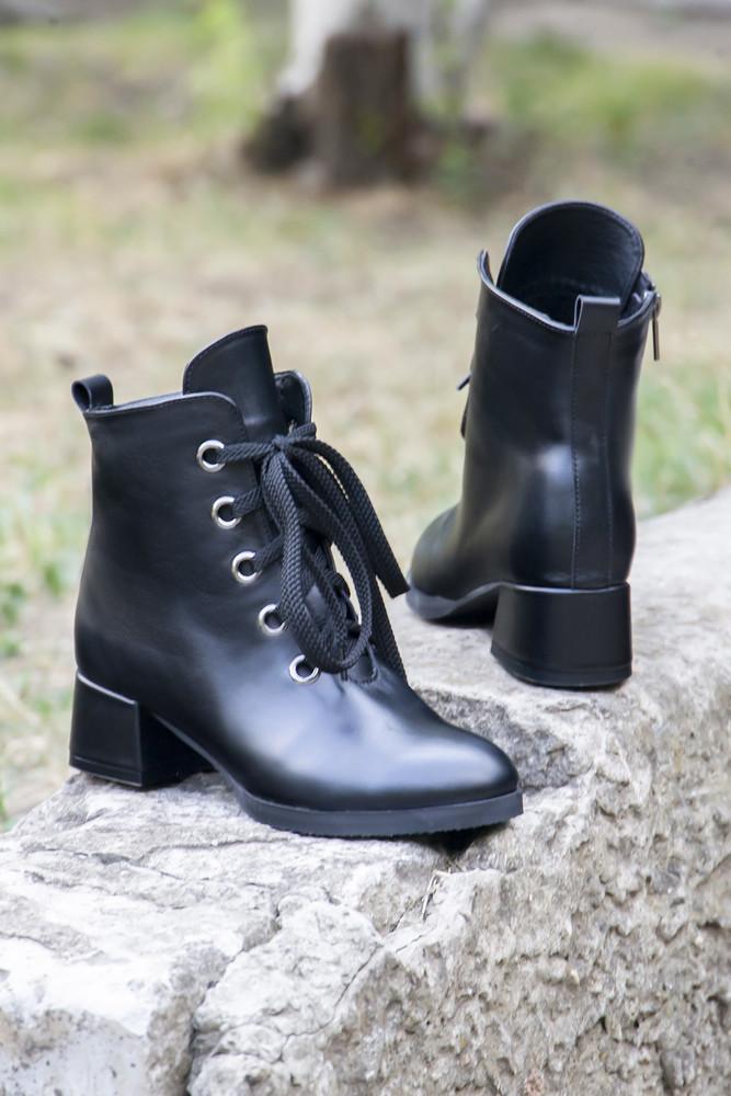 Кожаные черные ботинки на каблучке! фото №1