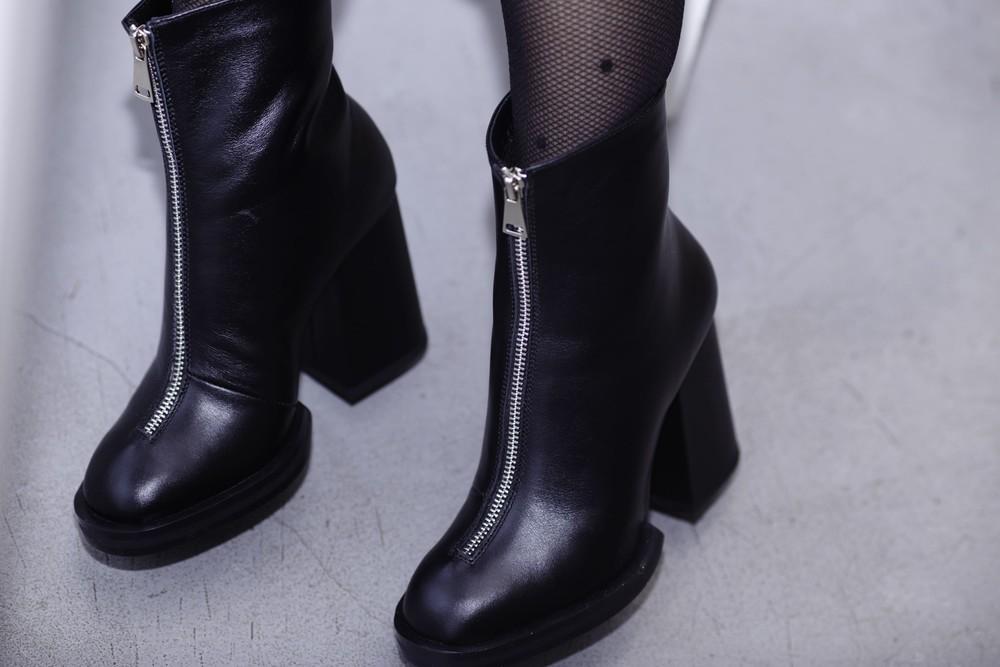 Женские демисезонные ботинки кожа фото №1
