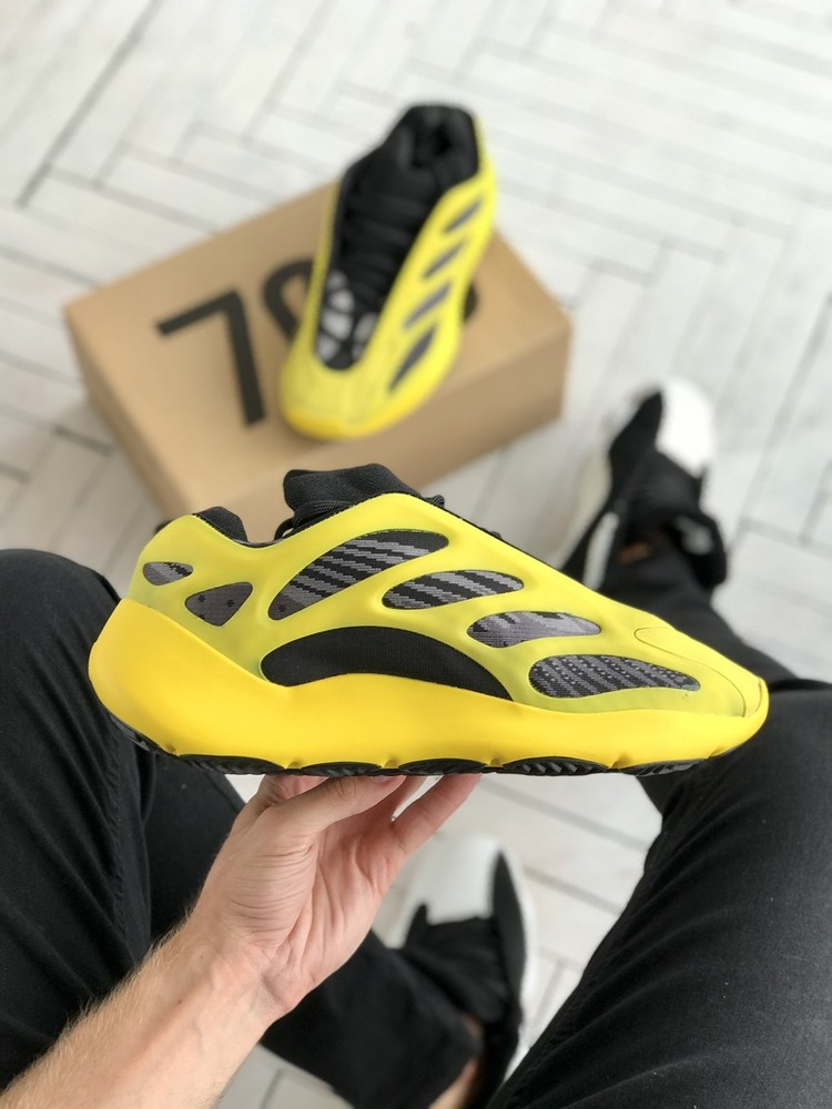Мужские кроссовки adidas yeezy boost 700 v3 black yellow ( aaa+)40-41-42-43-44-45 фото №1