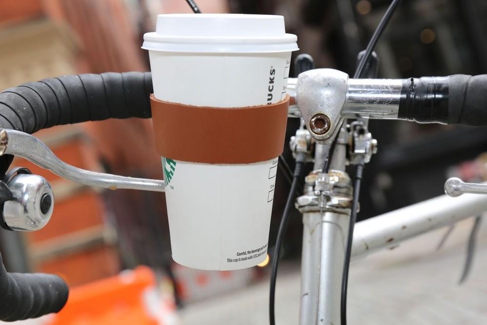 Кожаный держатель для стаканов kikkerland велосипедный в винтажном стиле фото №1