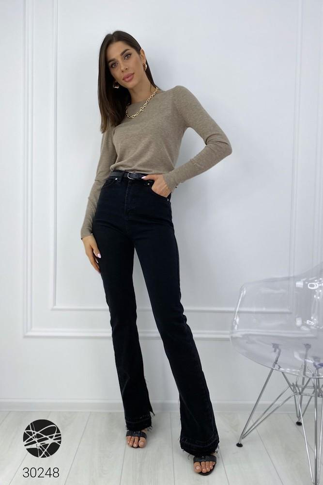 Чёрные джинсы прямого кроя с завышенной талией и разрезами на кромках чорні джинси із розрізами фото №1
