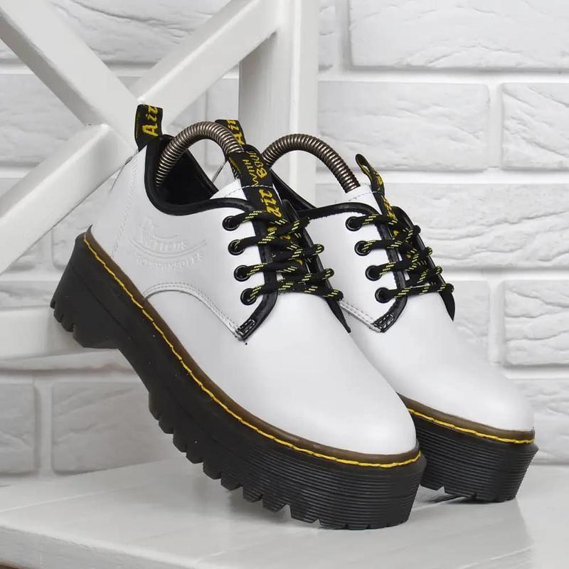 Ботинки женские кожаные dr.martens style на платформе белые фото №1